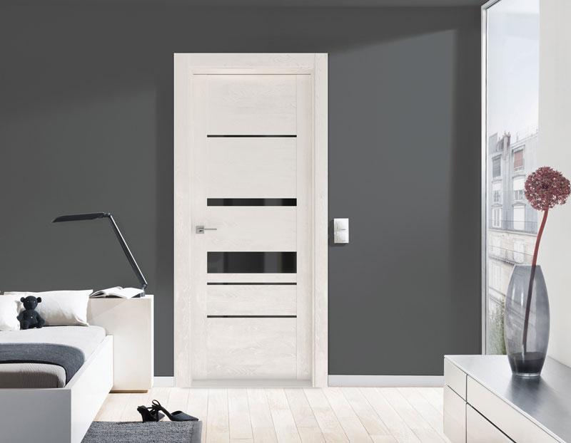 белые двери с черным стеклом