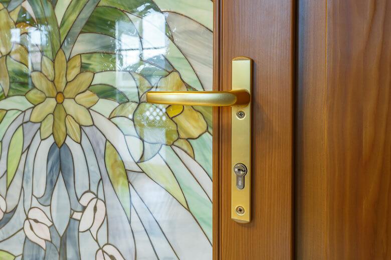 межкомнатные деревянные двери для дачи